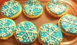 The snowflakes were piped on with the icing used for the outline - before it was colored.